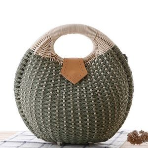 🆕Green Shell Woven Straw Rattan Purse